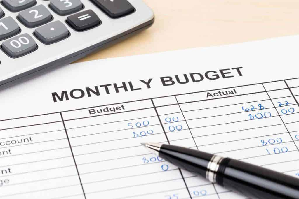 monthly budget with budgeted and actual amounts of money spent
