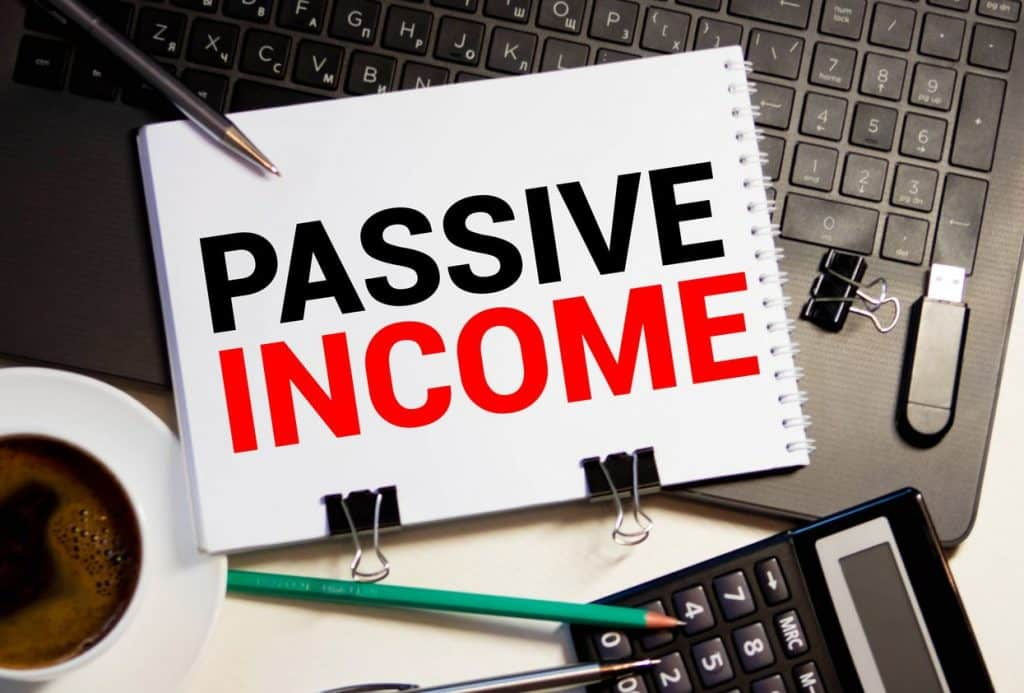 """The words """"passive income"""" written on paper"""